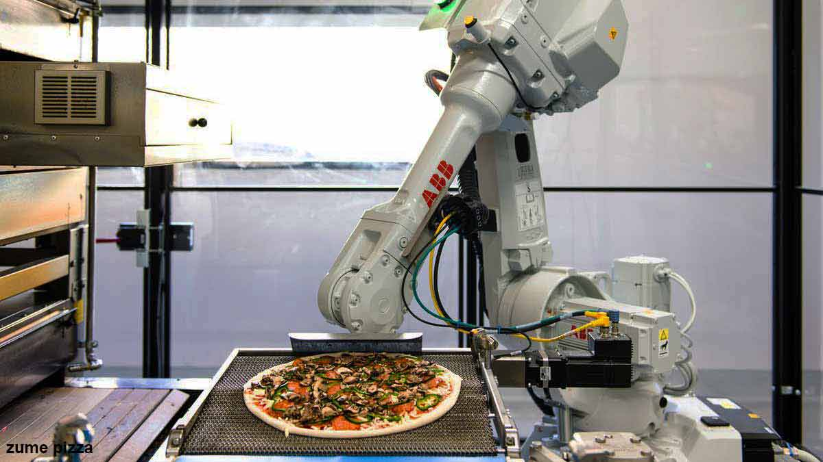 making pizza with the help of robot